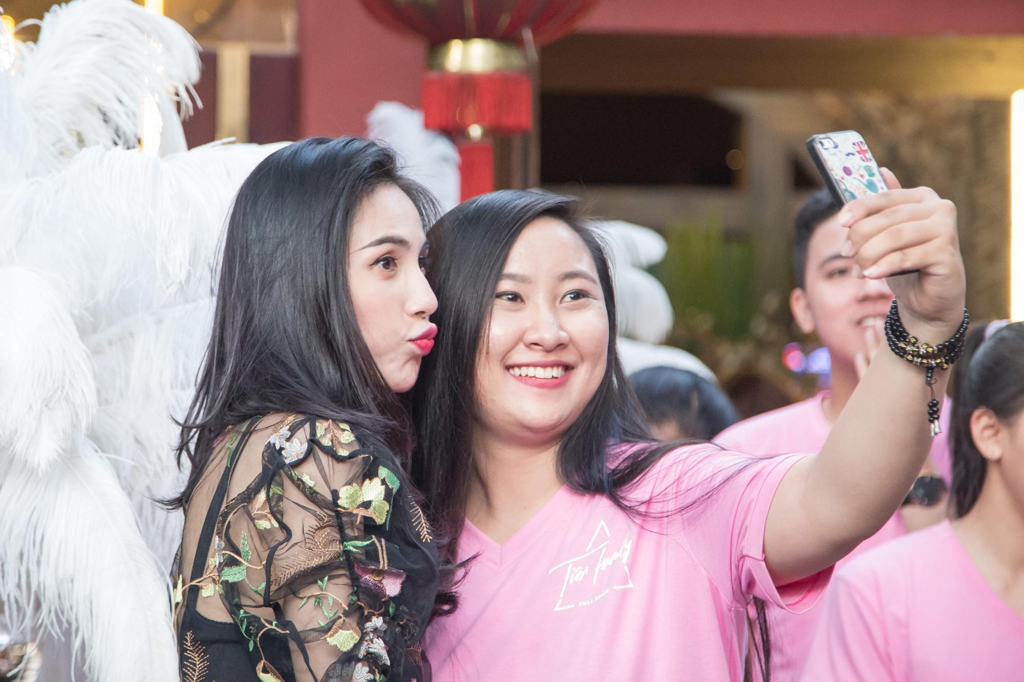 Mẹ Thủy Tiên: Con gái xin tôi đừng trách móc vì scandal lộ ...