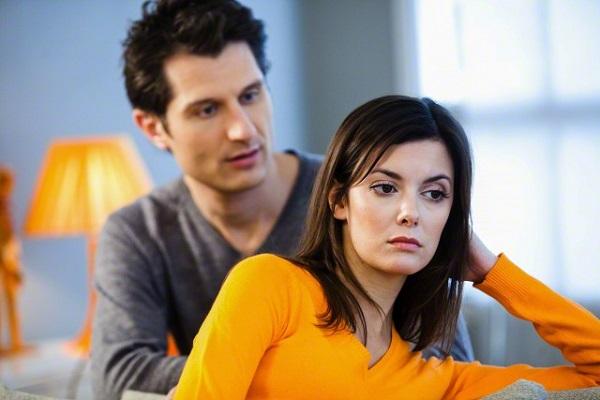 Vì cuộc gọi cho mẹ chồng lúc nửa đêm hôm ấy mà tôi bị chồng ném đơn ly hôn vào mặt - Ảnh 1.
