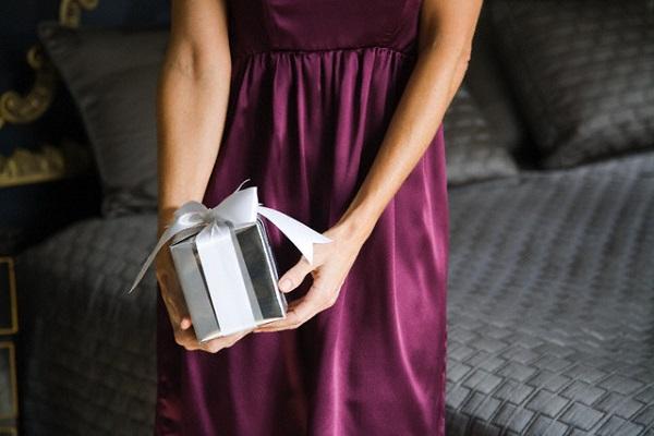 Ứa nước mắt vì món quà của chồng nghèo - Ảnh 2.