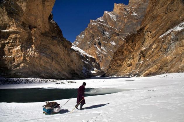Cuộc sinh nở gian nan của những phụ nữ phải đi bộ suốt 9 ngày trời, qua 72 km trong thời tiết -35 độ C mới đến trạm xá - Ảnh 10.