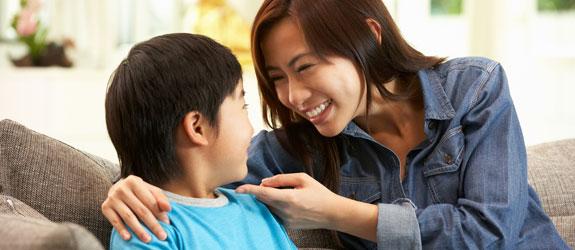 Nghiên cứu khoa học chỉ ra đa số bố mẹ đang khen con sai, 3 cách này mới là đúng - Ảnh 1.