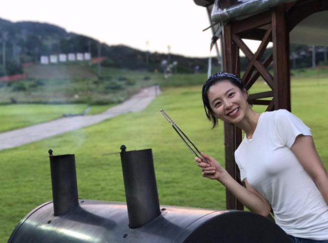 Sống cuộc đời của một bà hoàng, vợ của Bae Yong Joon ngày càng đẹp - Ảnh 5.