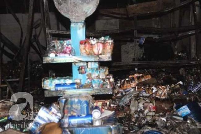 4 ngôi nhà ở Sài Gòn bị thiêu rụi trong đêm giao thừa Tết Dương lịch - Ảnh 3.
