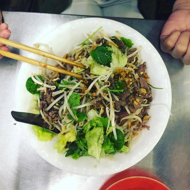 Bán món bình dân, nhưng giá cả của 5 quán ăn Hà Nội này sẽ khiến nhiều người bất ngờ khi lần đầu ghé đến - Ảnh 14.