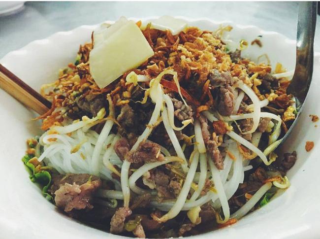 Bán món bình dân, nhưng giá cả của 5 quán ăn Hà Nội này sẽ khiến nhiều người bất ngờ khi lần đầu ghé đến - Ảnh 13.