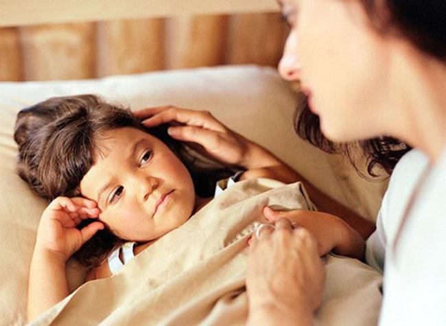 Sai lầm kiểu này thì bố mẹ có dỗ đến sáng con vẫn không ngủ - Ảnh 1.