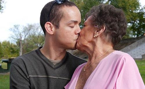 Những cặp đôi đũa lệch đáng tuổi ông - cháu, bà - cháu khiến cộng đồng mạng dậy sóng - Ảnh 13.