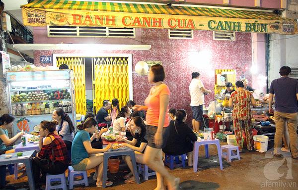 4 con hẻm ẩm thực cứ mỗi bước là có một món ăn ngon tại Sài Gòn - Ảnh 1.
