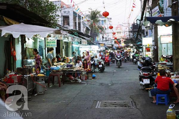4 con hẻm ẩm thực cứ mỗi bước là có một món ăn ngon tại Sài Gòn - Ảnh 9.
