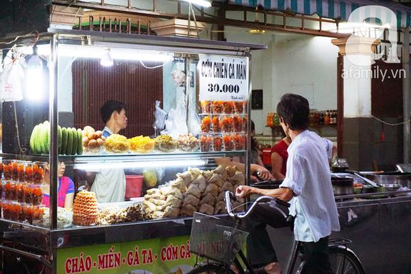 4 con hẻm ẩm thực cứ mỗi bước là có một món ăn ngon tại Sài Gòn - Ảnh 10.