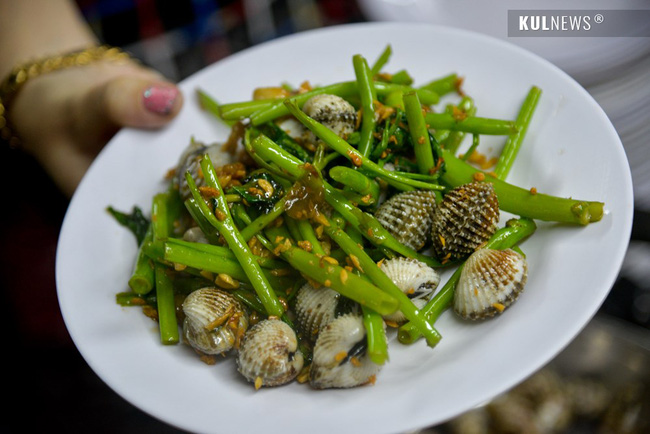 4 con hẻm ẩm thực cứ mỗi bước là có một món ăn ngon tại Sài Gòn - Ảnh 14.