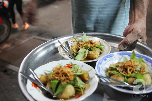4 con hẻm ẩm thực cứ mỗi bước là có một món ăn ngon tại Sài Gòn - Ảnh 17.