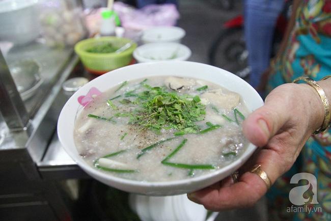 4 con hẻm ẩm thực cứ mỗi bước là có một món ăn ngon tại Sài Gòn - Ảnh 18.