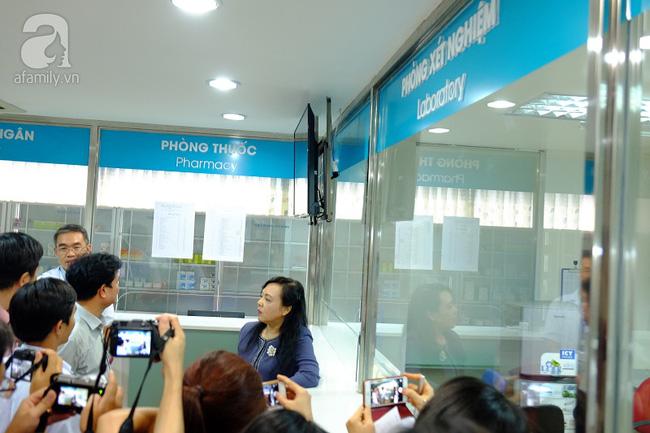 TP.HCM: Bộ trưởng kiểm tra đột xuất, phòng khám Trung Quốc lúng túng lộ sai phạm - Ảnh 7.