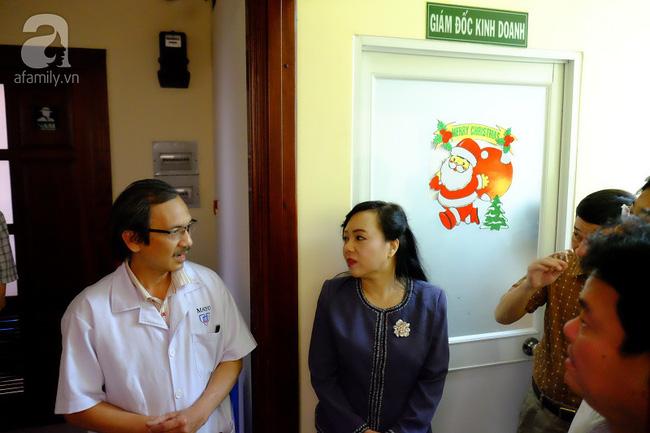 TP.HCM: Bộ trưởng kiểm tra đột xuất, phòng khám Trung Quốc lúng túng lộ sai phạm - Ảnh 13.