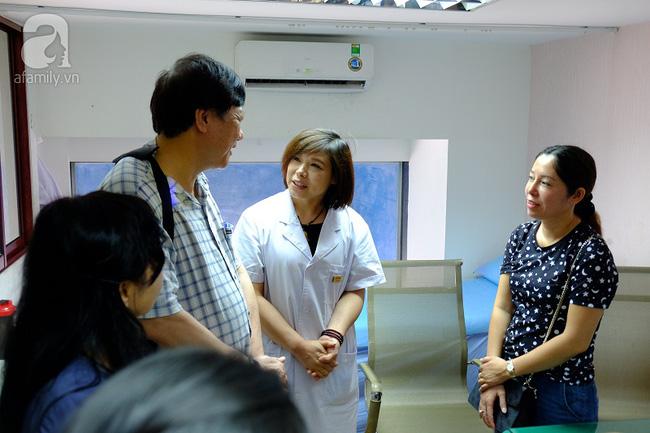 TP.HCM: Bộ trưởng kiểm tra đột xuất, phòng khám Trung Quốc lúng túng lộ sai phạm - Ảnh 9.