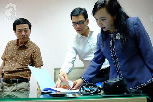 TP.HCM: Bộ trưởng kiểm tra đột xuất, phòng khám Trung Quốc lúng túng lộ sai phạm - Ảnh 1.