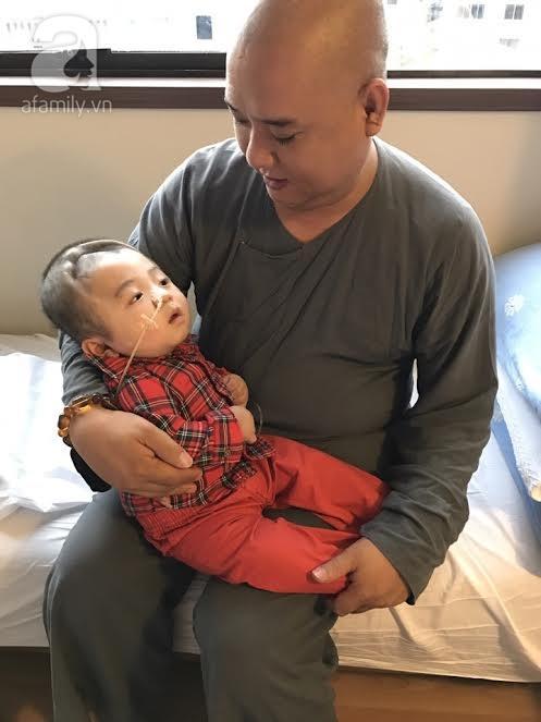 Bé Phạm Đức Lộc phục hồi diệu kỳ, não phát triển và chuẩn bị xuất viện tại Singapore - Ảnh 6.