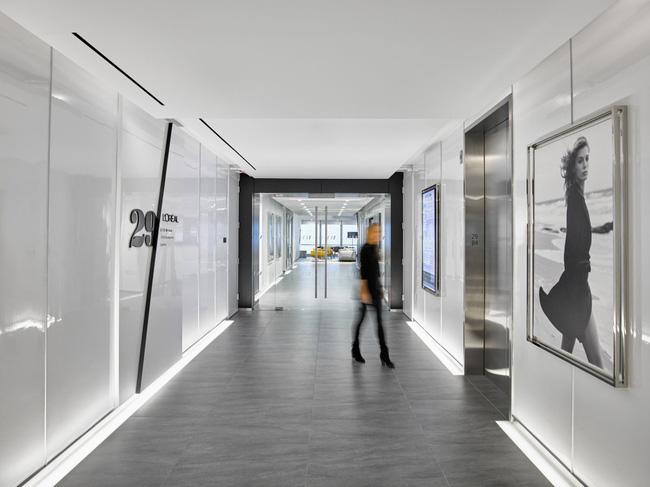 Thứ Hai chẳng nặng nề với văn phòng làm việc đẹp như mơ của công ty mỹ phẩm lớn nhất thế giới - Ảnh 2.