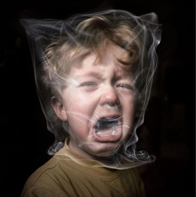 Đừng tưởng ra ngoài hút thuốc là xong, bố vẫn hại con chỉ bằng hơi thuốc còn vương trong miệng - Ảnh 2.