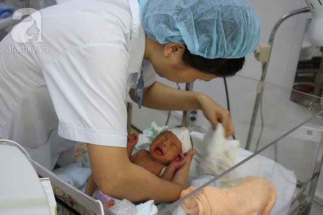 TP.HCM: Lần đầu tiên bệnh viện quận cứu sống và nuôi dưỡng thành công một bé trai sinh non chỉ nặng 1,5kg - Ảnh 3.