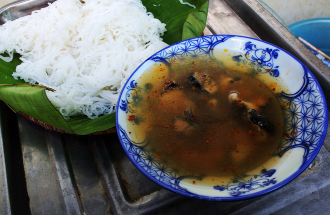 8 món ăn thần thánh giúp bạn chống chọi với thời tiết rán trứng giữa đường của Hà Nội - Ảnh 15.
