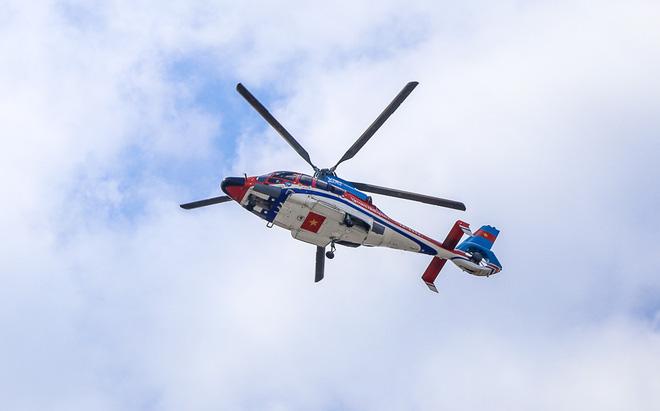 Cận cảnh trực thăng chở khách từ sân bay Tân Sơn Nhất về trung tâm Sài Gòn - Ảnh 1.