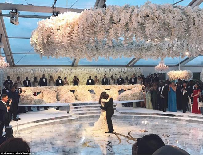 Đám cưới sang chảnh với 1 triệu bông hồng của con trai tỷ phú da màu giàu nhất thế giới - Ảnh 1.