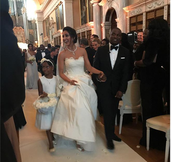 Đám cưới sang chảnh với 1 triệu bông hồng của con trai tỷ phú da màu giàu nhất thế giới - Ảnh 2.