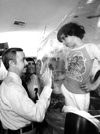 Cậu bé bong bóng: di sản của ngành y học và là phép màu đối với những cậu bé mắc bệnh SCID - Ảnh 11.