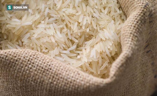 Vo gạo kỹ, chắt bớt nước cơm để tránh arsenic: Chuyên gia khẳng định không cần thiết - Ảnh 2.