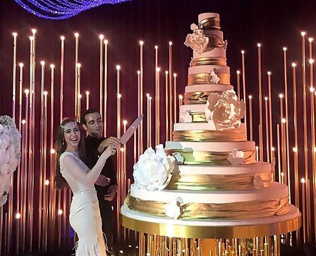 Đám cưới 240 tỷ xa hoa nhất hành tinh của cặp đôi ngậm thìa vàng ngay từ khi chào đời - Ảnh 6.