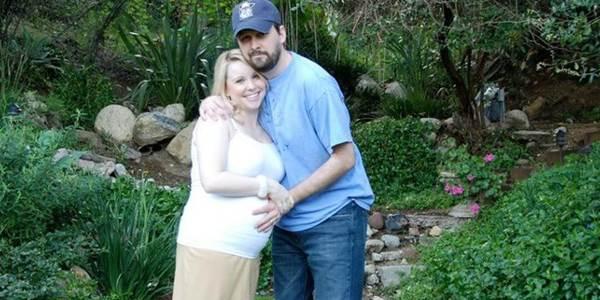 Vợ đột ngột qua đời sau ca sinh mổ, nhiều tháng sau chồng mở máy tính cũ của cô thấy thứ này và bật khóc - Ảnh 2.