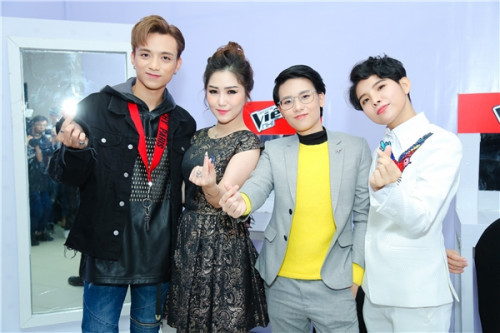 Đưa dàn HLV Giọng hát Việt nhí 2017 lên bàn cân, ai tài năng hơn ai? - Ảnh 1.