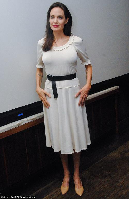 Angelina Jolie thừa nhận không thích độc thân, nhưng lúc này sức khỏe mới là điều cần chú tâm - Ảnh 1.