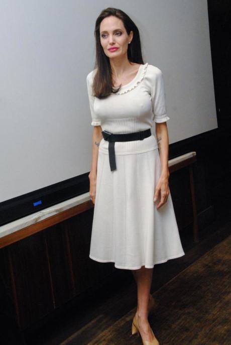 Angelina Jolie thừa nhận không thích độc thân, nhưng lúc này sức khỏe mới là điều cần chú tâm - Ảnh 2.