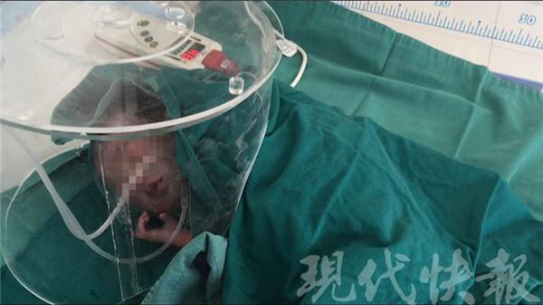 Thai phụ 7 tháng sinh non trên taxi, may nhờ tài xế 2 mẹ con đều an toàn - Ảnh 2.