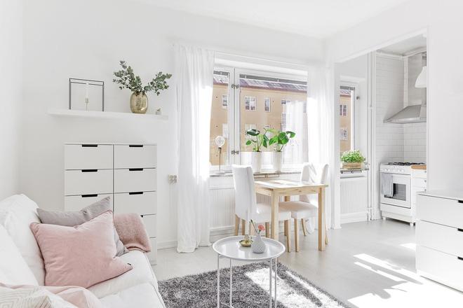 Chỉ 28m² nhưng căn hộ màu trắng này vừa đẹp không tì vết vừa đủ đầy đến hiếm có khó tìm - Ảnh 1.