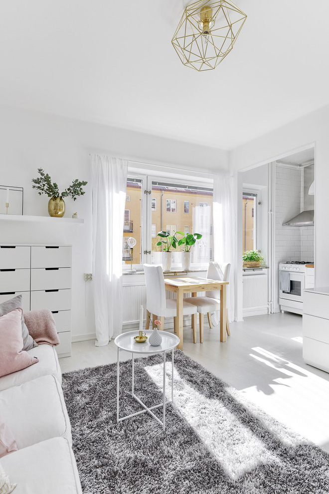 Chỉ 28m² nhưng căn hộ màu trắng này vừa đẹp không tì vết vừa đủ đầy đến hiếm có khó tìm - Ảnh 4.