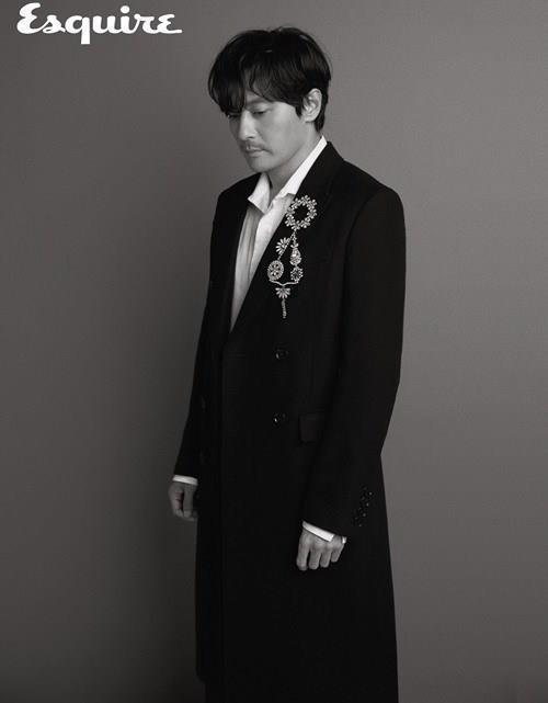 Quý ông U50 Jang Dong Gun đẹp trai bất chấp tuổi tác trên bìa tạp chí - Ảnh 4.