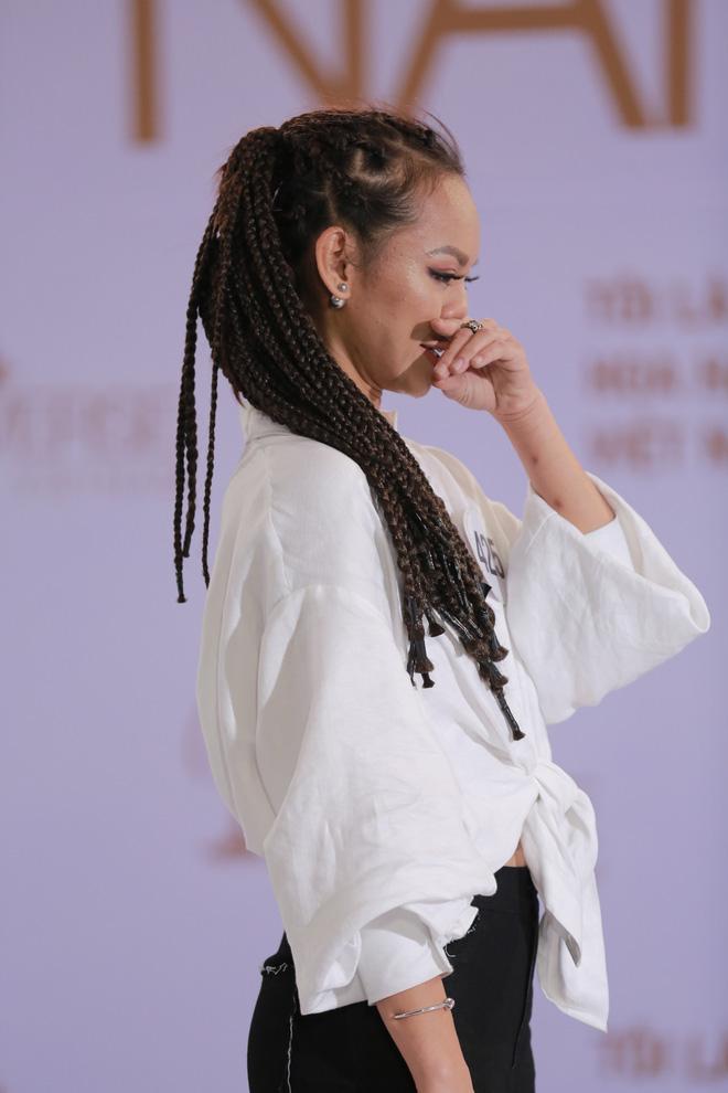 Mai Ngô khóc nấc khi bị Phan Anh chỉ trích thiếu tôn trọng; Trấn Thành ra mắt show mang tên mình - Ảnh 1.
