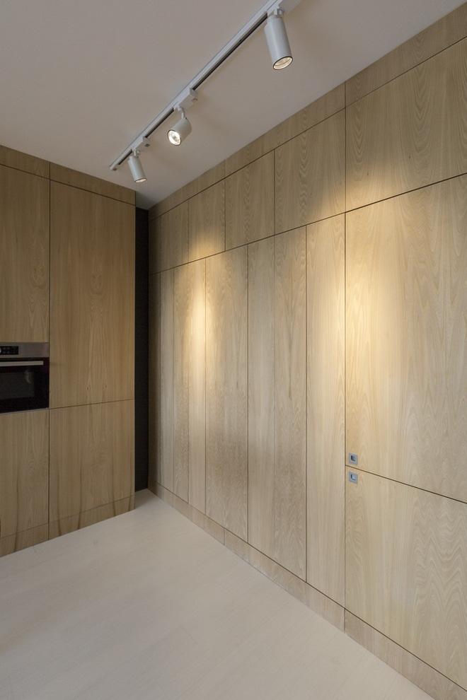 Căn hộ 45m² cực ấn tượng với giường treo và hệ tủ âm tường biến hóa khôn lường - Ảnh 13.