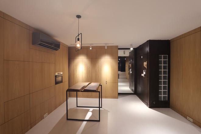 Căn hộ 45m² cực ấn tượng với giường treo và hệ tủ âm tường biến hóa khôn lường - Ảnh 10.