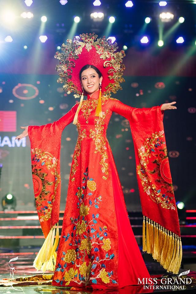 Huyền My xuất sắc đứng đầu bình chọn phần thi Trang phục Dân tộc - Ảnh 1.