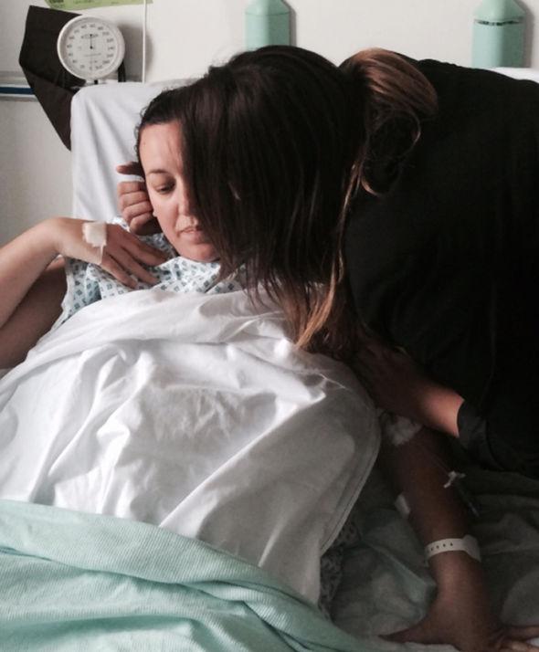 """Thai phụ vỡ tử cung, đứa trẻ suýt """"chết đuối"""" trong bụng mẹ vì một biến chứng nguy hiểm - Ảnh 4."""