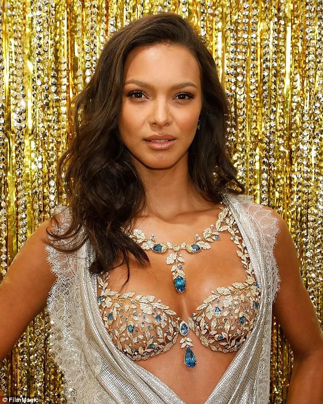 Victorias Secret chính thức hé lộ chiếc Fantasy Bra long lanh trị giá 45 tỷ VNĐ và thiên thần sẽ trình diễn nó - Ảnh 2.