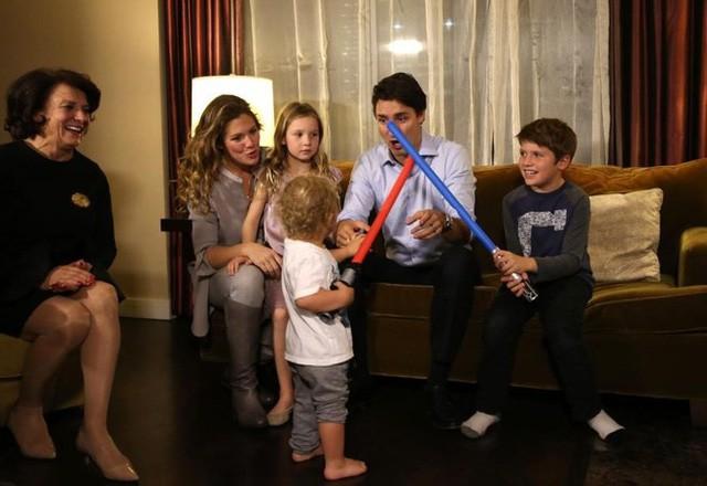 Lời tỏ tình lịm tim và 12 năm hôn nhân trên cả mật ngọt của Thủ tướng Canada đẹp trai như tài tử - Ảnh 17.