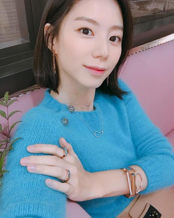 Bà xã Bae Yong Joon tiết lộ con trai đầu lòng thích chơi với bố hơn mẹ - Ảnh 1.