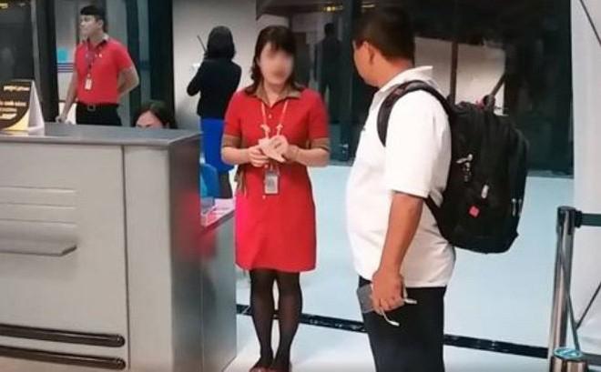 Cục Hàng không yêu cầu Vietjet kỷ luật nghiêm nhân viên xé vé máy bay của hành khách - Ảnh 1.