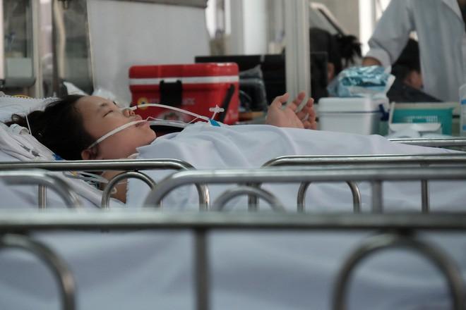 Đau bụng dữ dội, sản phụ 23 tuổi mất hai con song sinh, băng huyết nguy kịch - Ảnh 9.